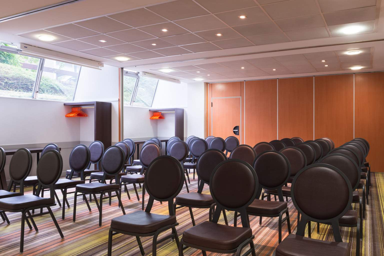 a seminar room with theatre style seating in Boulogne Billancourt